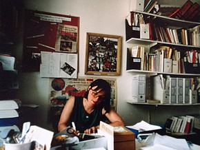 Regine Schröer in ihrem Büro in Paris
