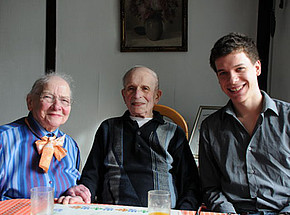 Volunteers work with survivors of the Shoah