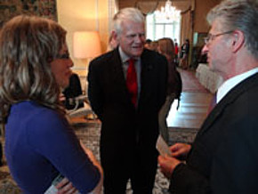 Polish volunteer, Maria Kozlowska, in conversation with German Ambassador, Georg Boomgaarden